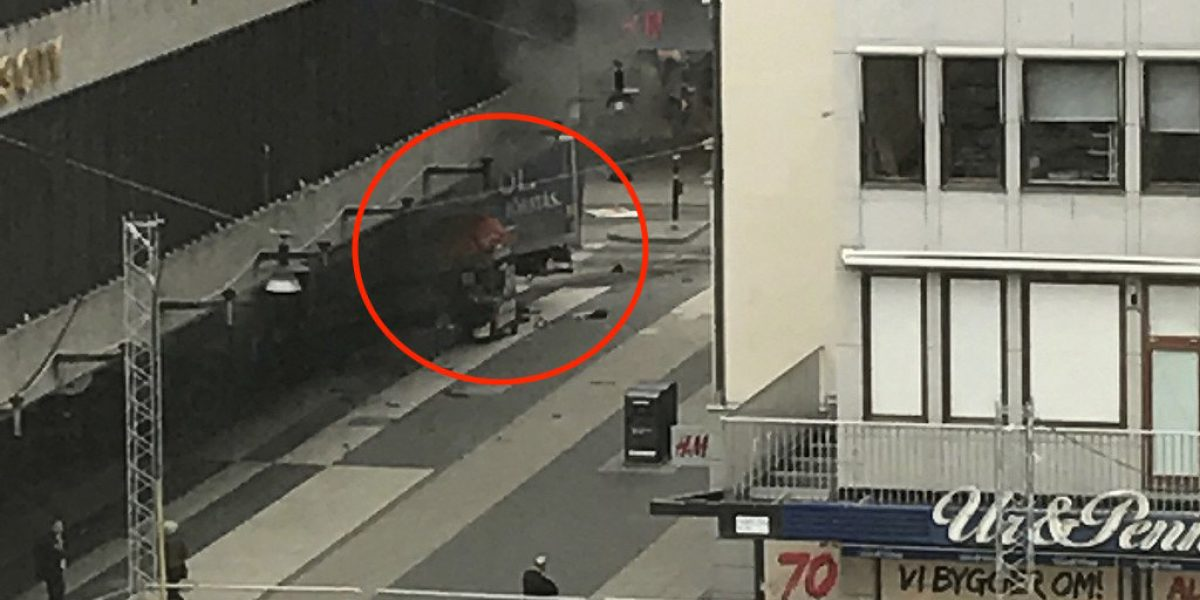 Estocolmo: Al menos 2 muertos tras atentado terrorista, un camión atropelló a transeúntes