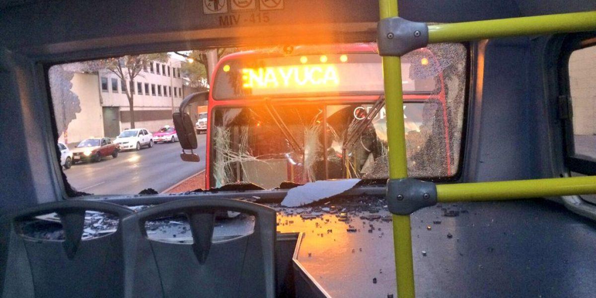 Chocan dos unidades de Metrobús en Niños Héroes