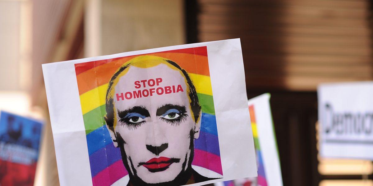 Rusia prohíbe los memes que insinúen que Putin es gay