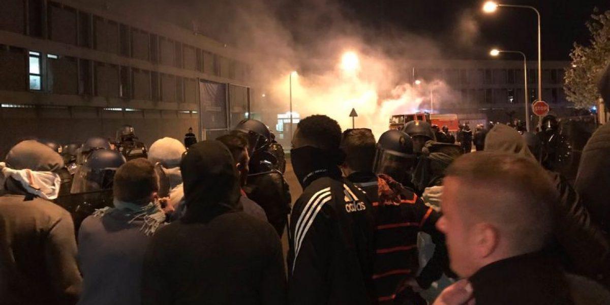 Custodios bloquean prisión de Fleury-Mérogis en París