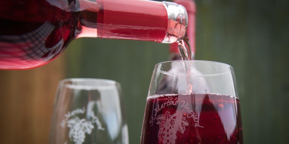 Cubano produce vino utilizando condones