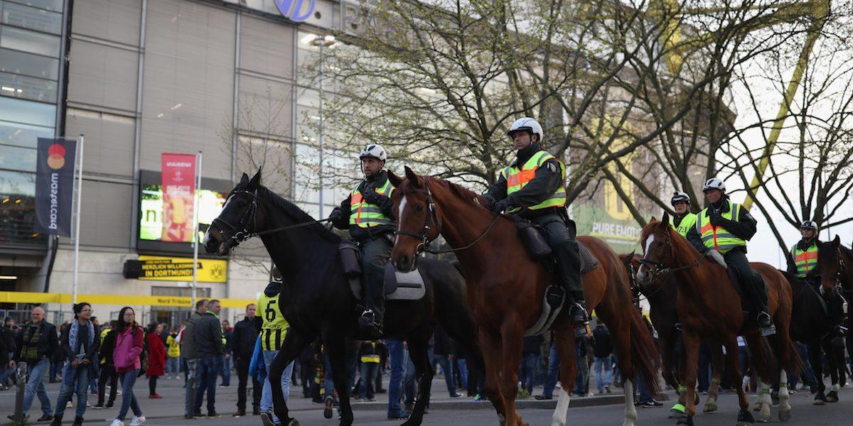 Reportan explosión cerca del camión del Borussia Dortmund; Bartra estaría herido