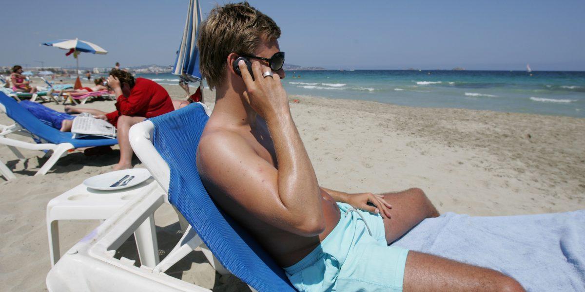 No te quedes sin datos ni pagues de más en vacaciones, te decimos cómo utilizar el celular