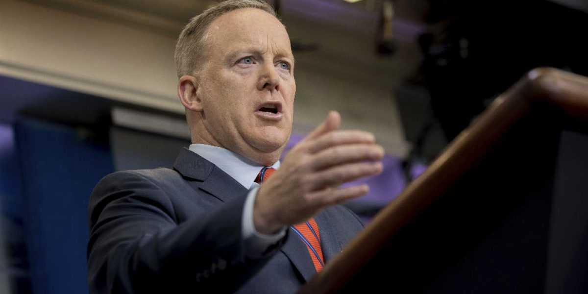 Ni Hitler usó armas químicas como en Siria: Sean Spicer