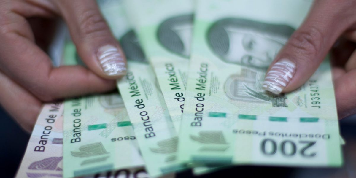Mexicanos entre los que pagan menos impuestos por salario: OCDE