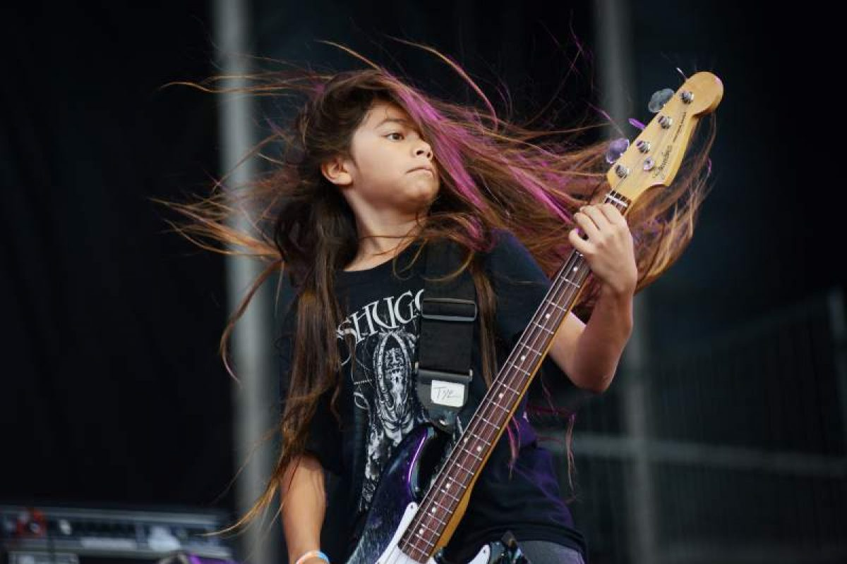 Tye Trujillo, hijo de Robert Trujillo de 12 años debuta como bajista de Korn