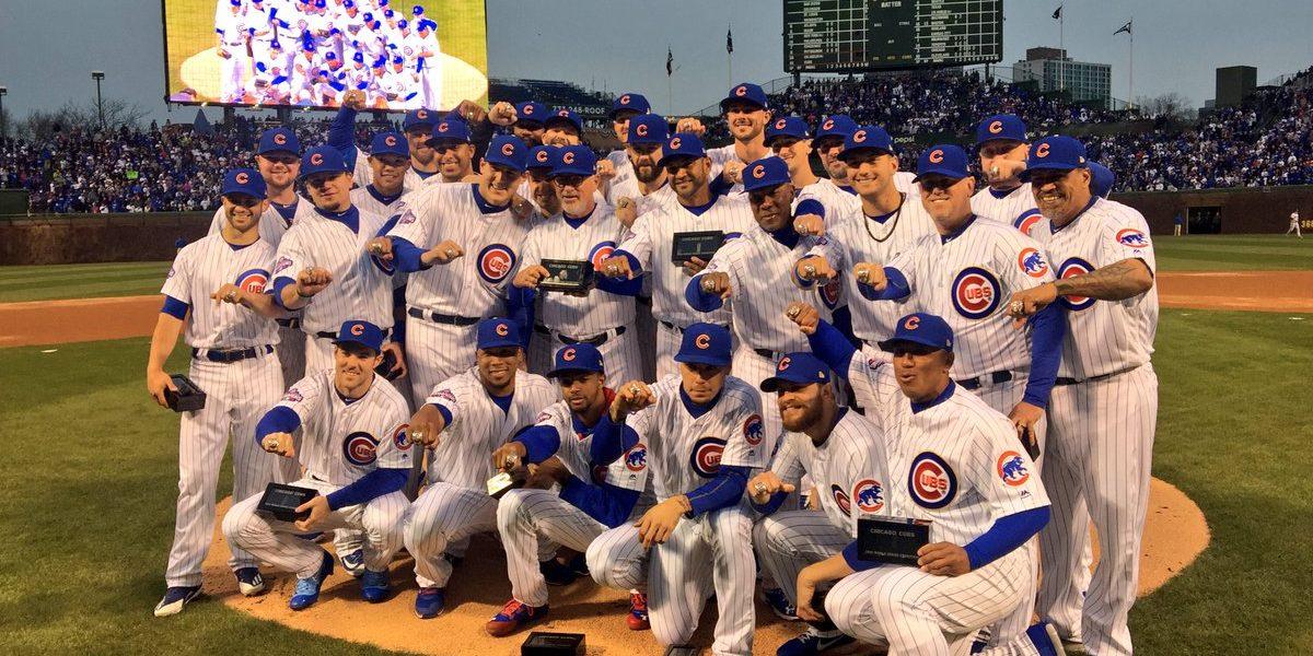 Los Cubs reciben espectaculares anillos de Campeón