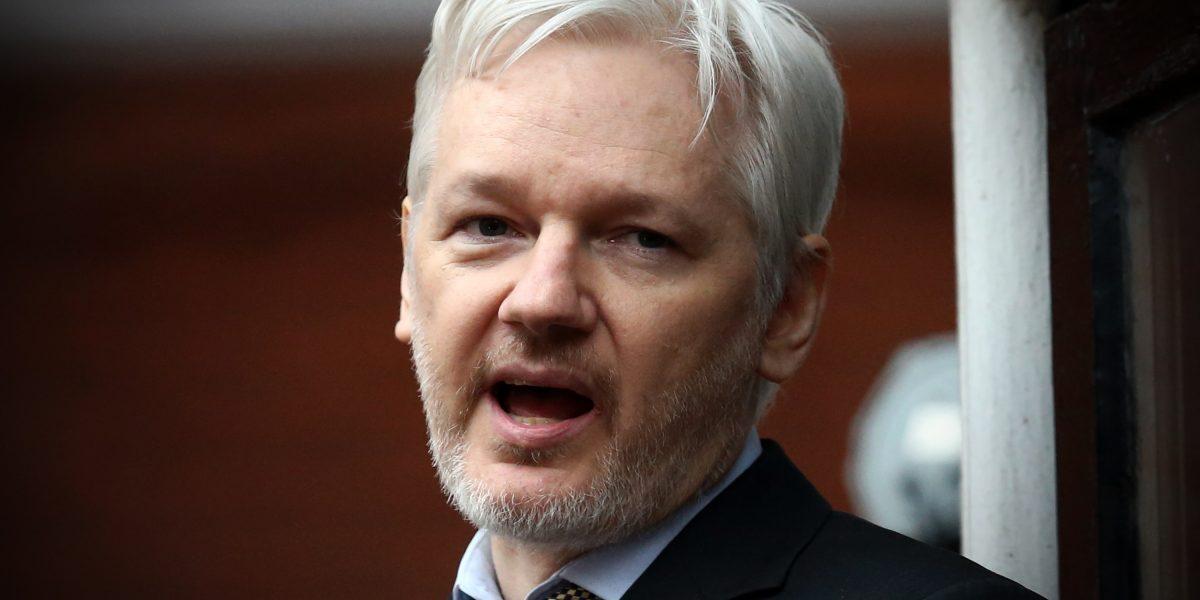 """Mientras Trump alaba a WikiLeaks, la CIA lo considera """"un servicio hostil de inteligencia"""""""