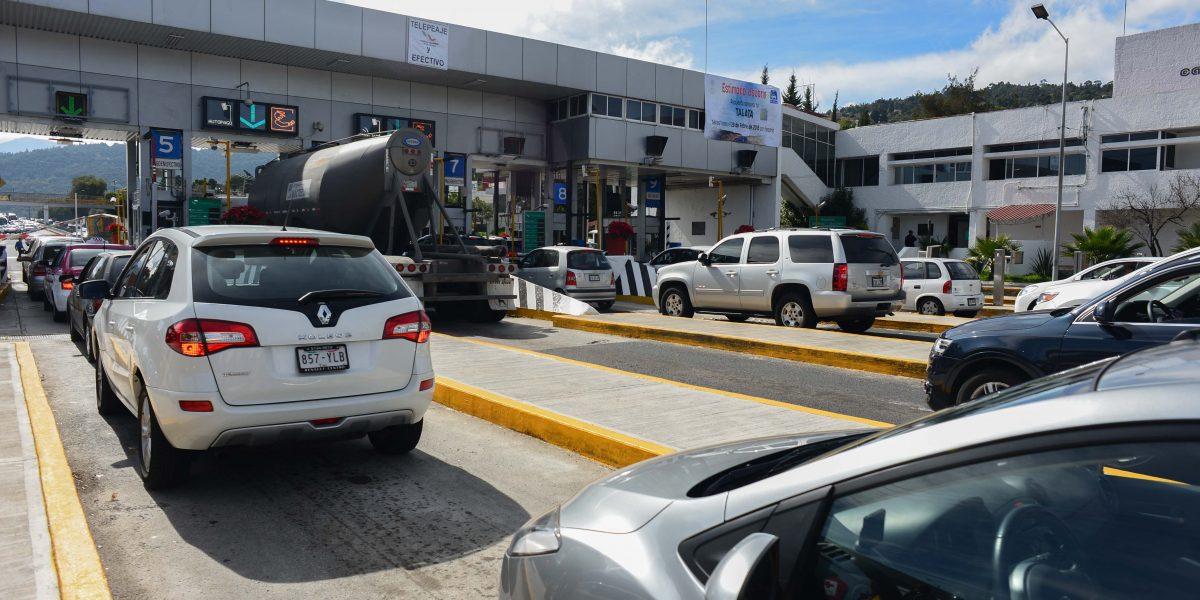 Vacacionistas saturan circulación en Autopista del Sol