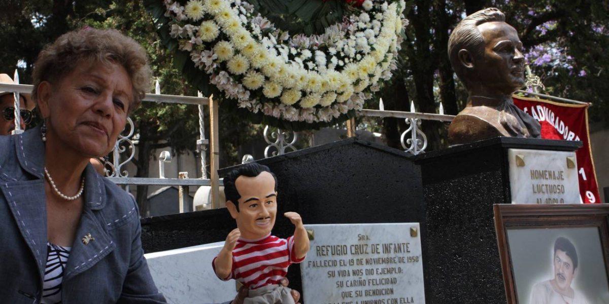 Rinden homenaje a Pedro Infante en Panteón Jardín