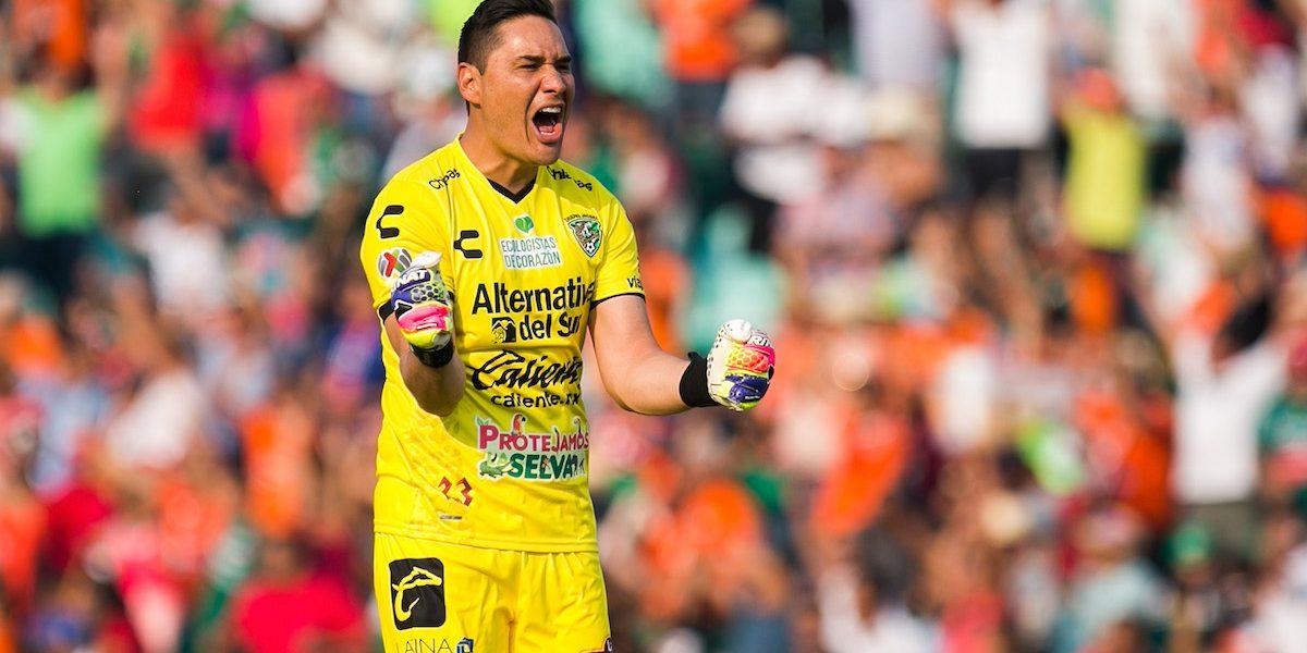 VIDEO: Moisés Muñoz comete terrible error y regala empate a Xolos