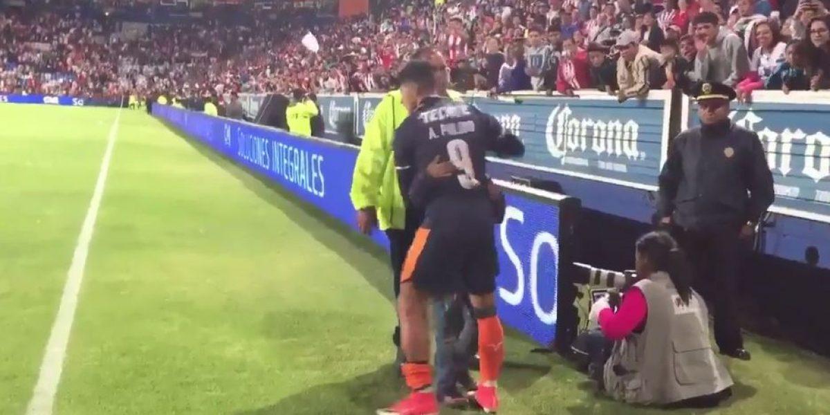 VIDEO: El gesto de Alan Pulido con aficionado de Chivas