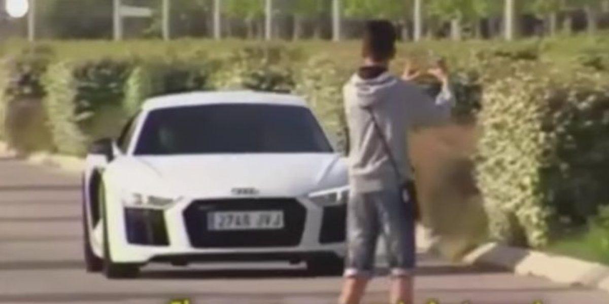 VIDEO: James Rodríguez, apunto de atropellar a fan imprudente