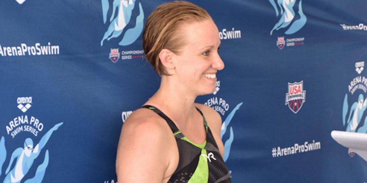 Nadadora Dana Vollmer compite con ¡seis meses de embarazo!