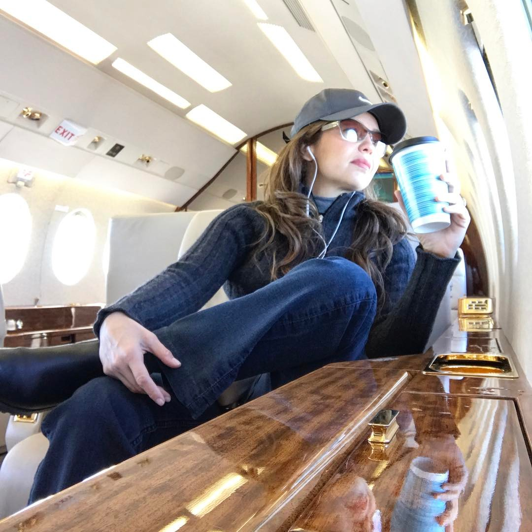 Demandan a Thalía por incumplir contrato
