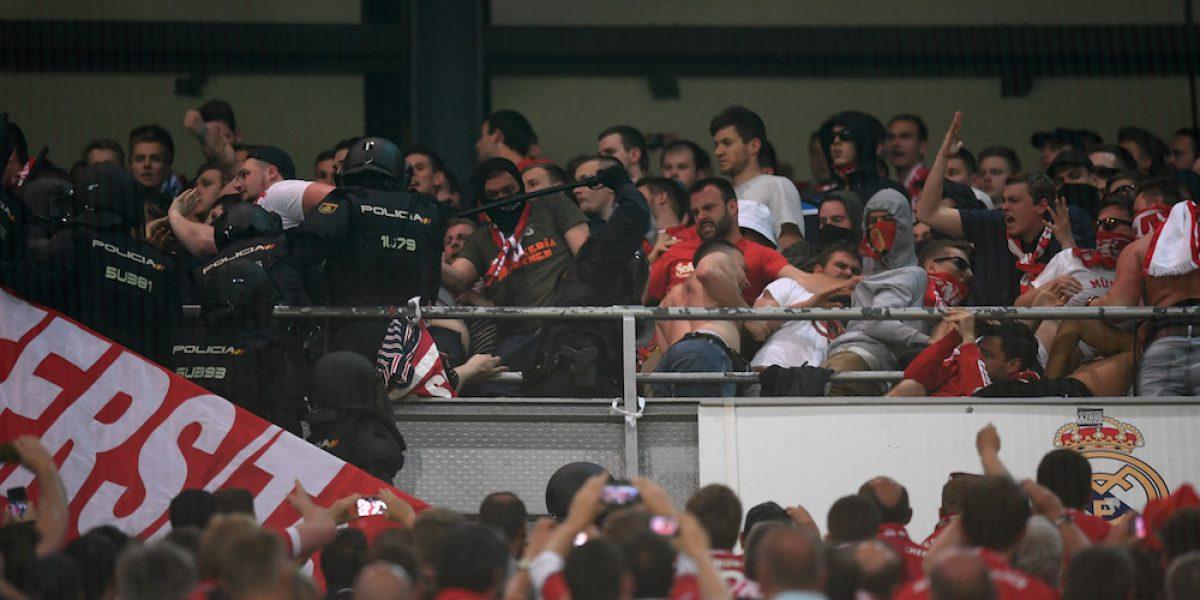 Policía se enfrenta con aficionados del Bayern en el Bernabéu
