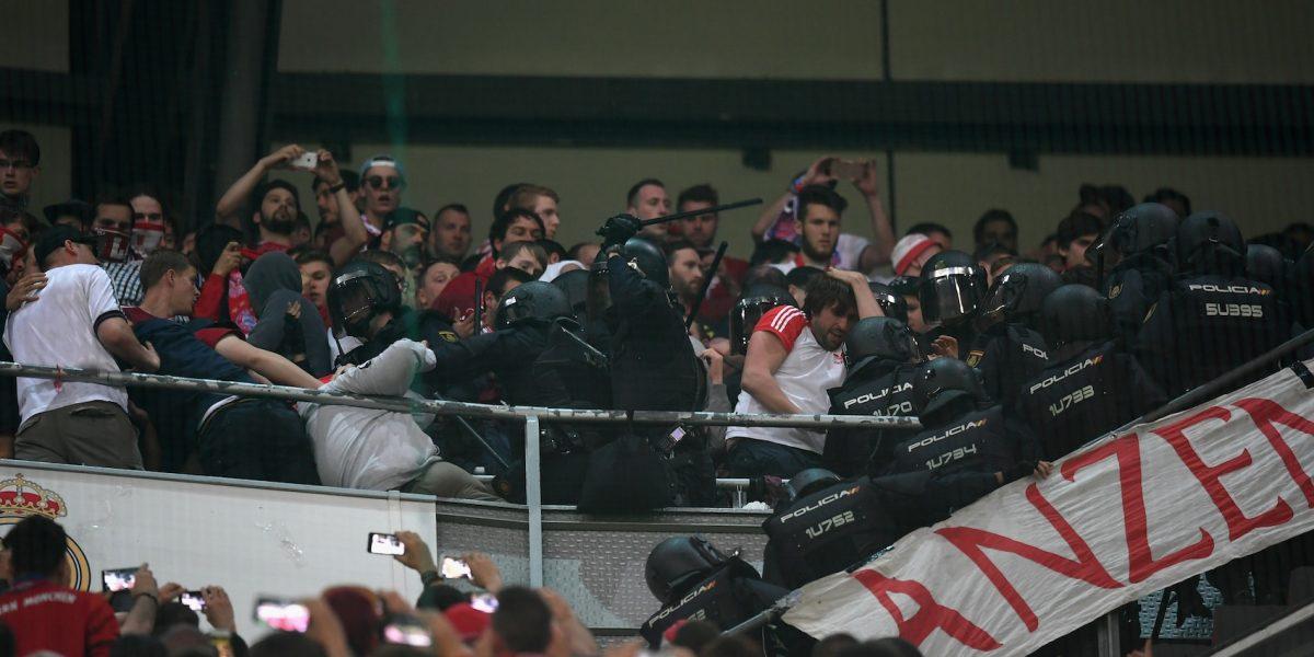 Bayern presenta queja ante la UEFA por agresión de policías