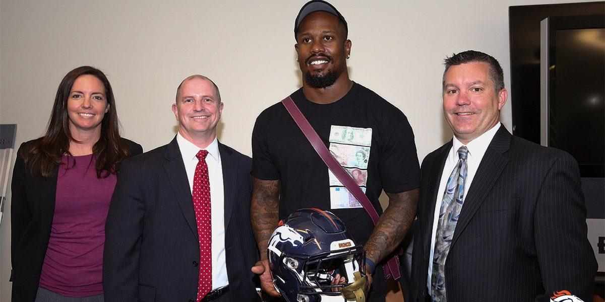 Von Miller recupera el casco robado en el Super Bowl 50