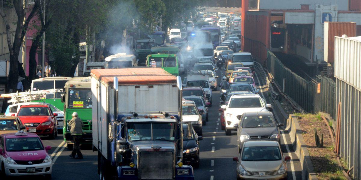 Autos con engomado rojo no podrán circular este miércoles en la Megalópolis