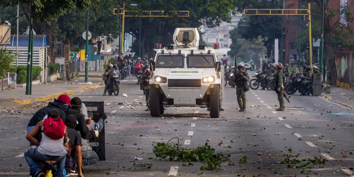 Dispersan con gases lacrimógenos protestas en Venezuela