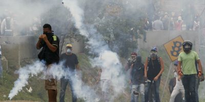 Ordenan detención de 14 militares por asesinato de joven en Venezuela
