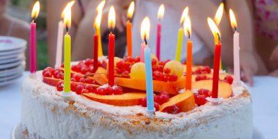 ¿Porqué soplamos las velas del pastel de cumpleaños?