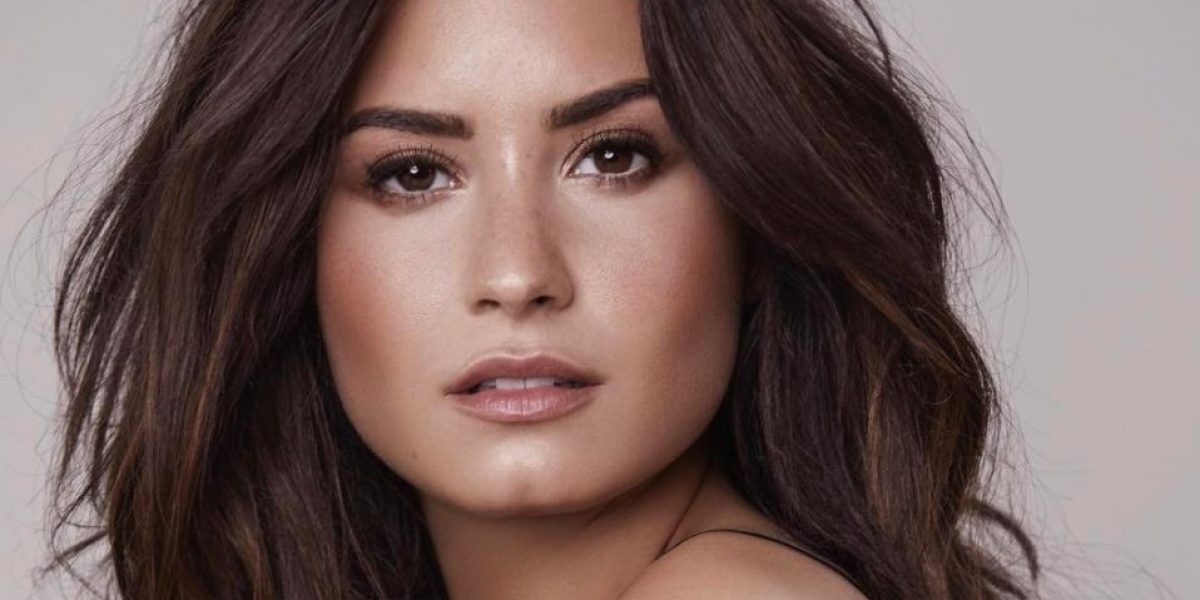 Demi Lovato sorprende a sus seguidores con impactante escote
