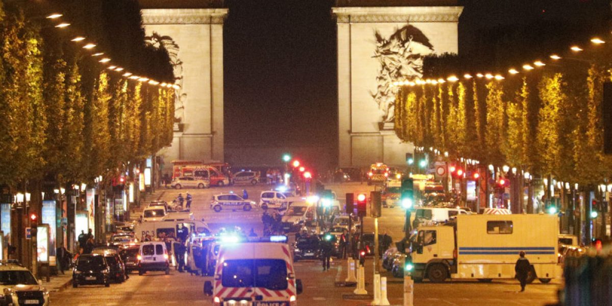 Autor de atentado en Campos Elíseos de París tenía antecedentes