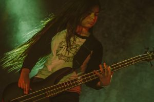 El nuevo bajista de Korn causó euforia en Colombia