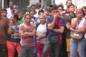 Incrementan víctimas por protestas en Venezuela