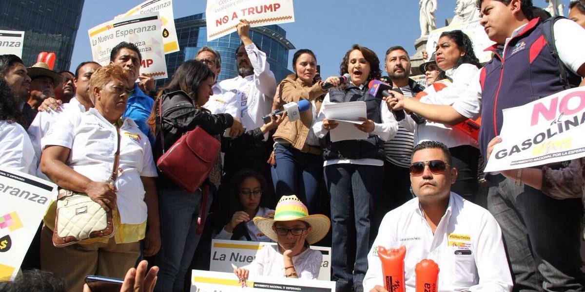 """Perredistas realizan """"cadena humana"""" contra Trump en Reforma"""