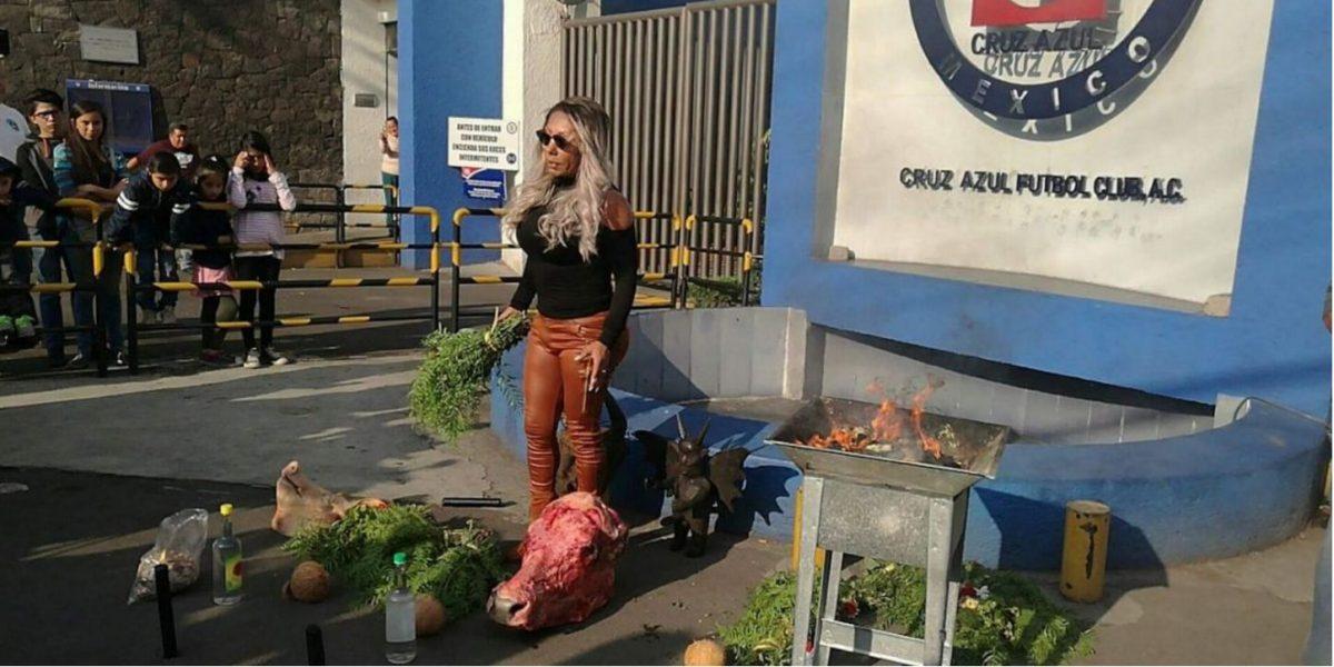 VIDEO: En Cruz Azul le agradecen a la Bruja Zulema por la 'limpia' que le hizo al equipo