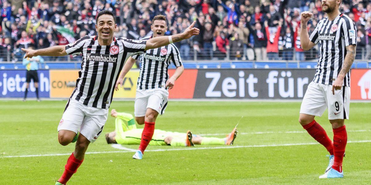 Marco Fabián guía la victoria del Eintracht sobre el Augsburg