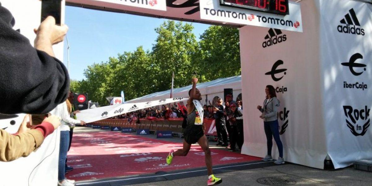 Etíope Bonsa Dida se corona en Maratón de Madrid