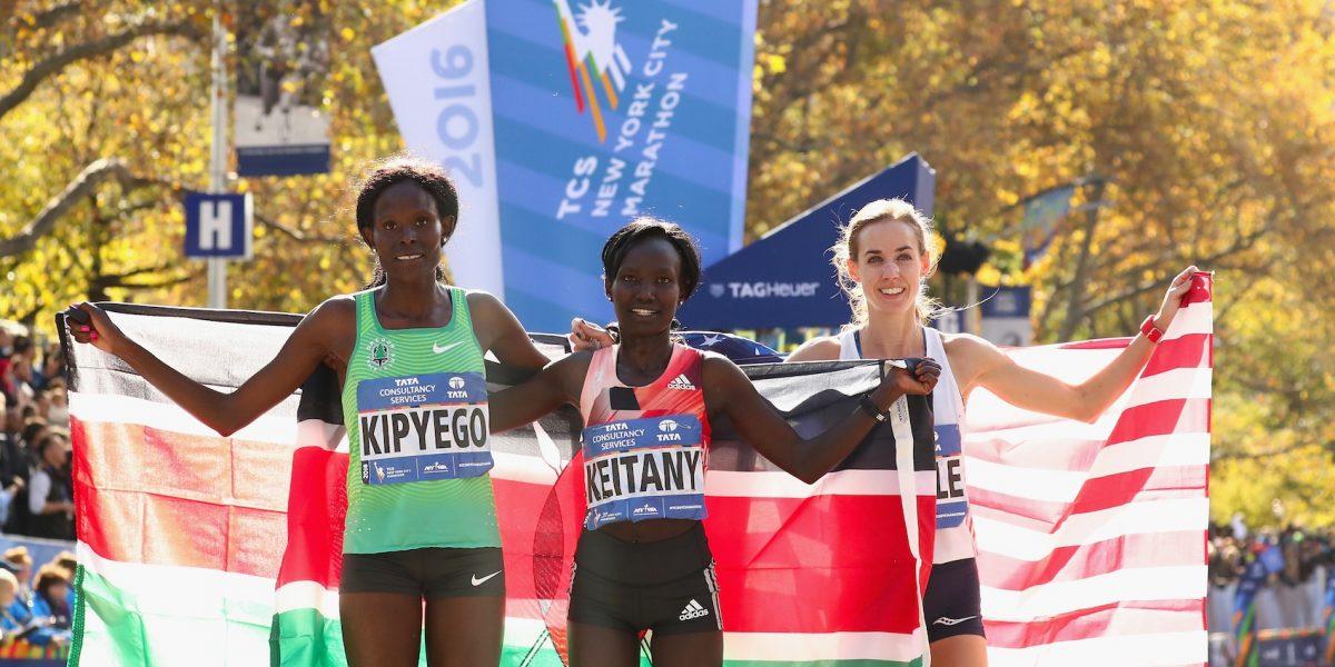 Keniana gana el Maratón de Londres e impone récord mundial