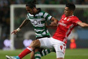 Raúl Jiménez vio acción en el Clásico de Portugal entre Benfica y Sporting
