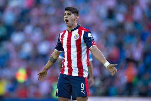Alan Pulido siente el futuro de Chivas en sus propias manos