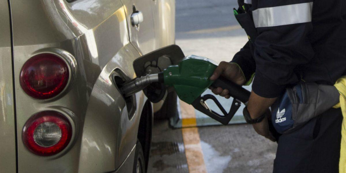 Precio de gasolina sube un centavo este fin de semana