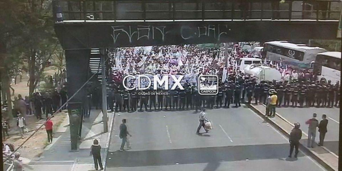 Manifestantes cierran avenida Constituyentes en ambos sentidos