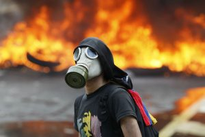 Suman 23 muertos por disturbios en Venezuela