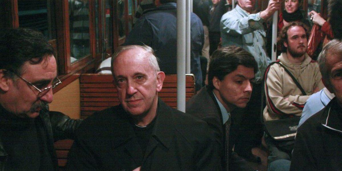 Francisco I: un papa humilde que viaja en tren