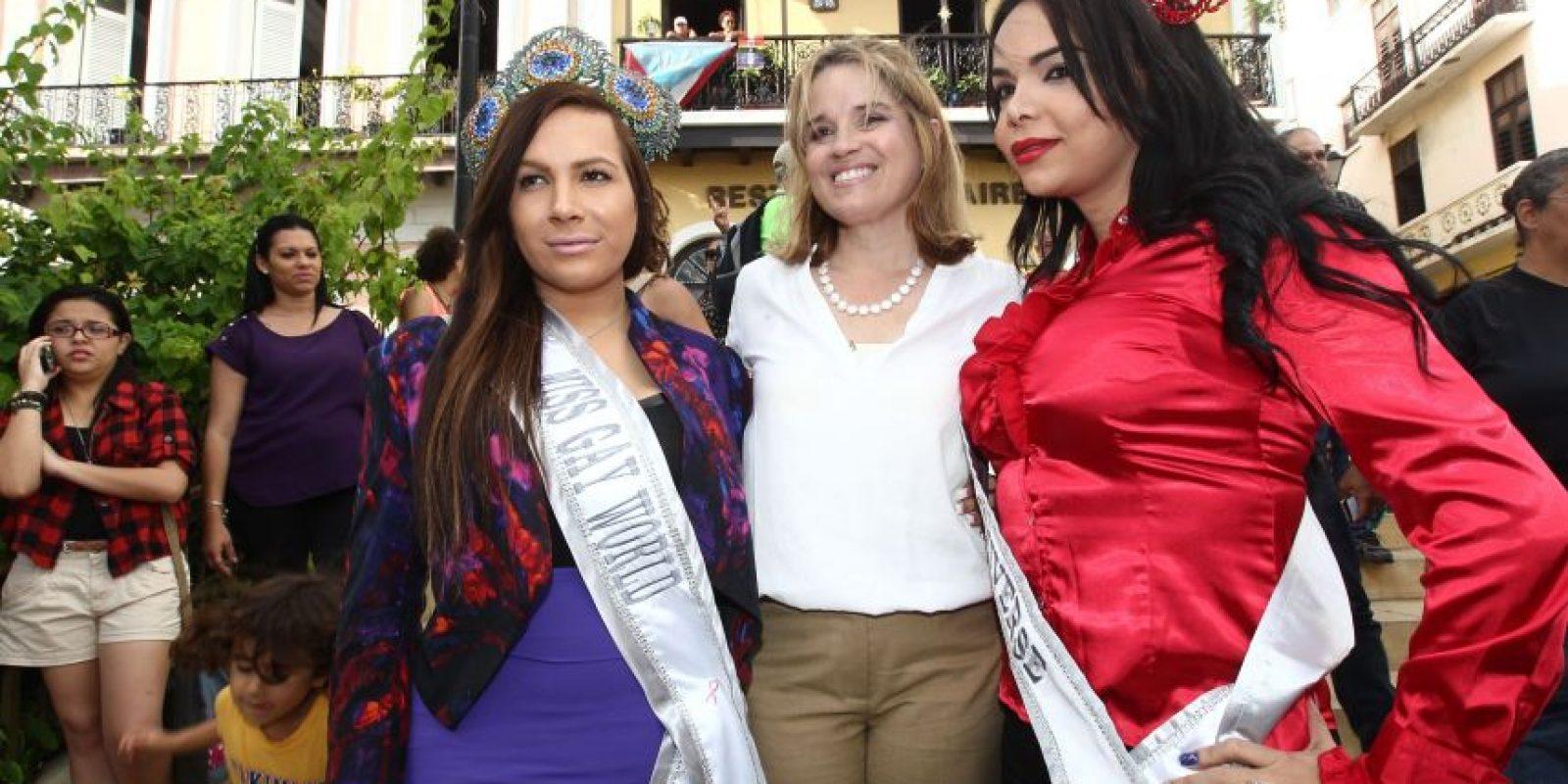 Carmen Yulín Cruz, alcaldesa de San Juan, junto con Miss Puerto Rico Gay World, Andrea Medina, y Miss Puerto Rico Gay Universe, Kimberly Vázquez Foto:Keno Rodríguez/ Metro Puerto Rico. Imagen Por: