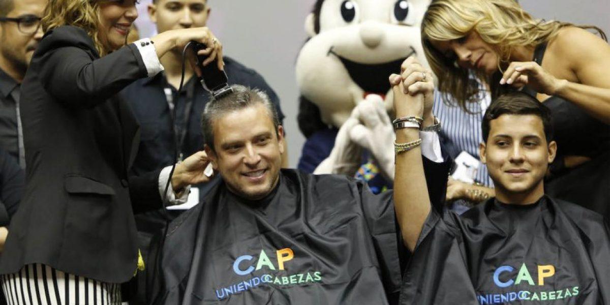 Gobernador se rapa la cabeza