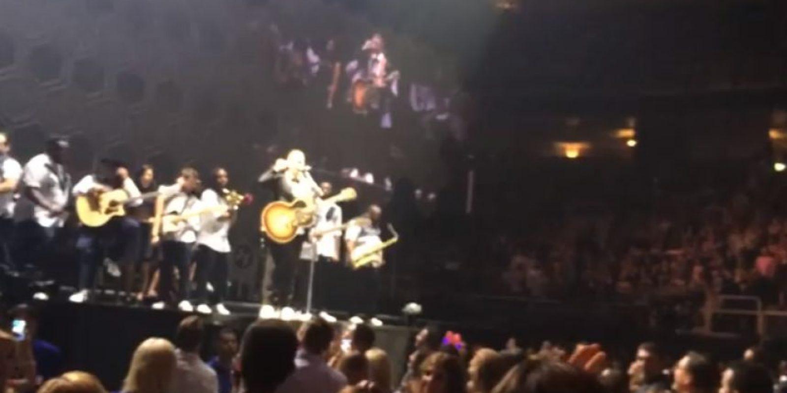 """El cantante interrumpió su concierto para cantar """"Happy Birthday"""" a Julian Delan Foto:YouTube/Pastor Peter Delan. Imagen Por:"""