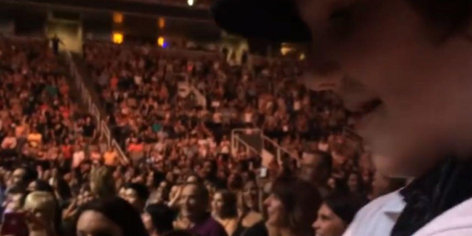 """25 mil asistentes corearon """"Happy Birthday"""" para Julian Foto:YouTube/Pastor Peter Delan. Imagen Por:"""