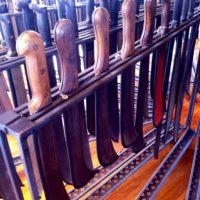 Colección de 389 machetes, herramienta utilizada para cortar la caña.. Imagen Por: