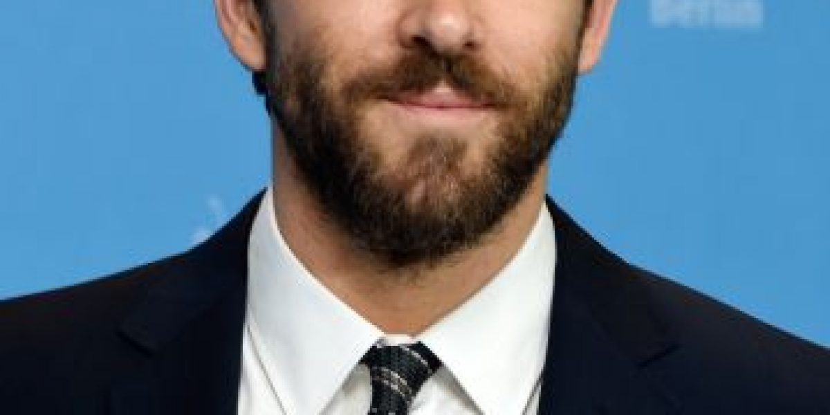 Ryan Reynolds besa a Andrew Garfield en los Golden Globes 2017