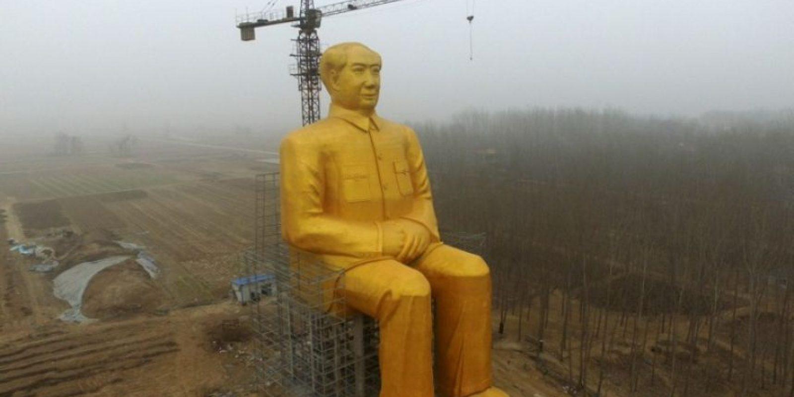 En China, apareció una estatua de Mao Zedong de 36 metros de altura. Aunque se reporta que ya fue demolida. Foto:AFP. Imagen Por: