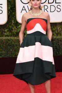 """Increíble que Olivia Palermo, """"It girl"""" del momento, se haya vestido tan mal. Parece en fiesta de blogueras veraniega de 2013. Foto:vía Getty Images. Imagen Por:"""