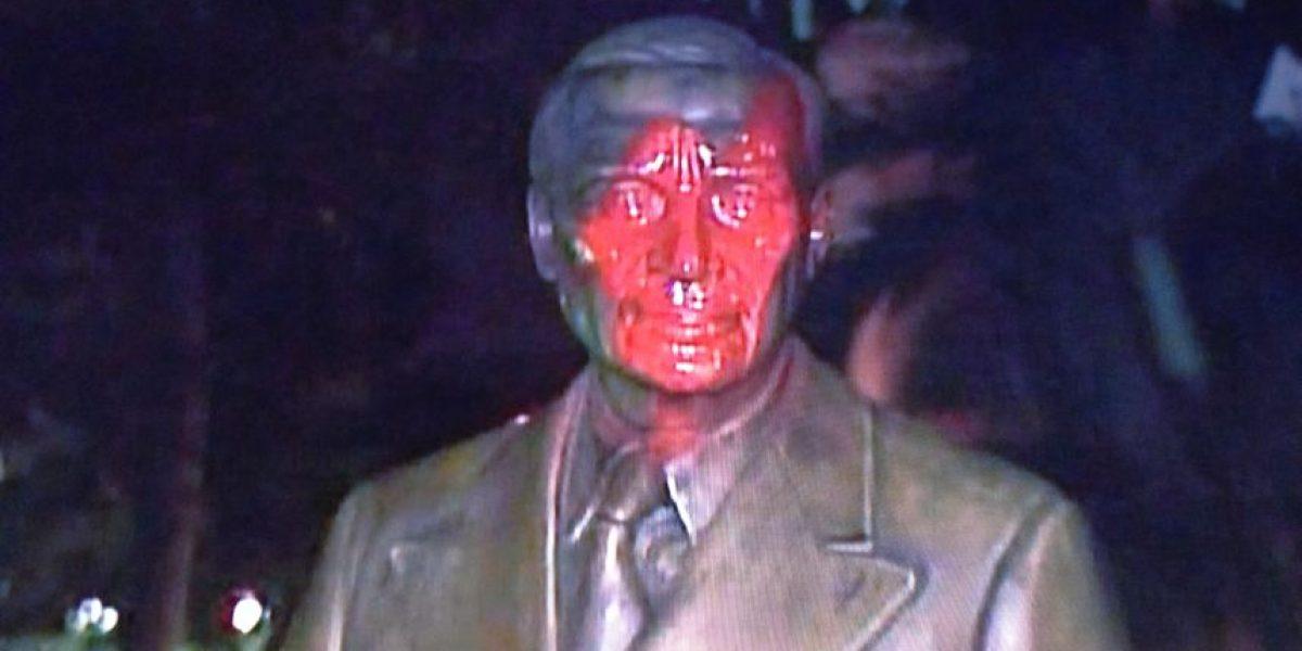 Vandalizan estatuas de presidentes detrás del Capitolio
